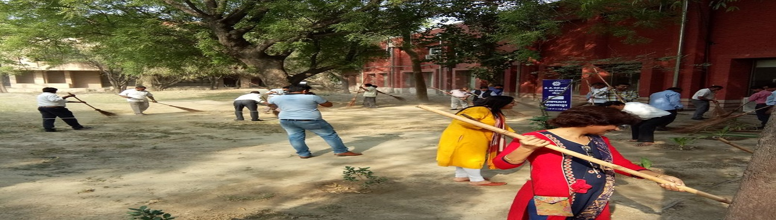 On the occasion of 'SWACHHTA PAKHWADA', all the employees of the VVGNLI institute participated in the cleaning of the Administrative, library, training and residential blocks of the institute during 1st May to 15th May 2018.