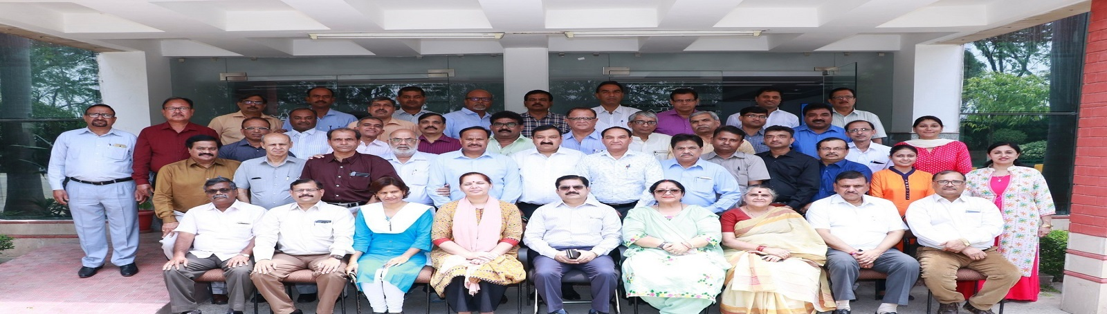 A Paid Training Programme on ''Service Matters for Trade Union Functionaries of Canara Bank'' was organized at the VVGNLI from May 2-4, 2018. 42 participants from 24 states attended the training programme.